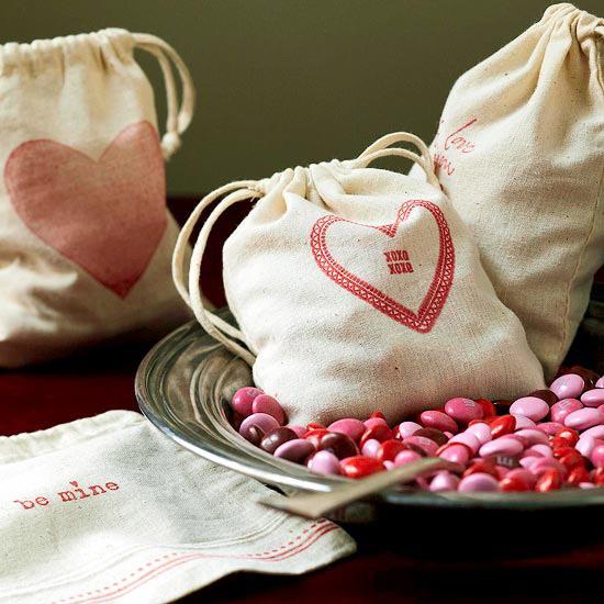 лучший подарок к 14 февраля - мешочки с конфетами своими руками