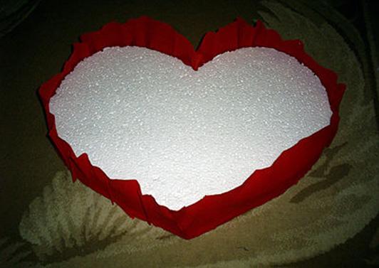 Сердце из бумаги и конфет своими руками