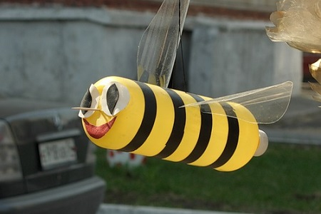 Как из бутылок сделать пчёлку