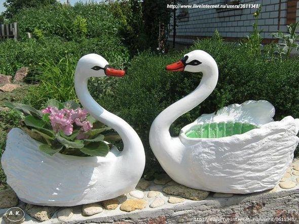 Лебедь из бутылок в сад