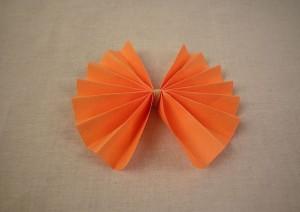 Бантик из бумаги пошаговое фото 4