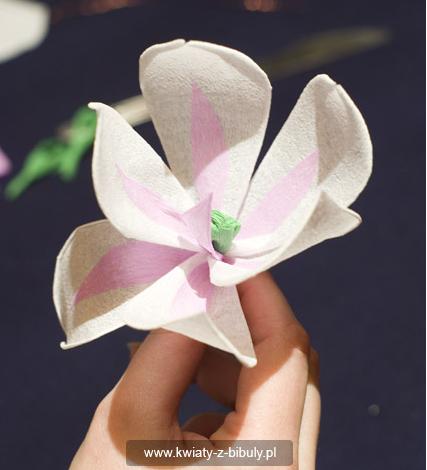 Магнолия из гофрированной бумаги своими руками
