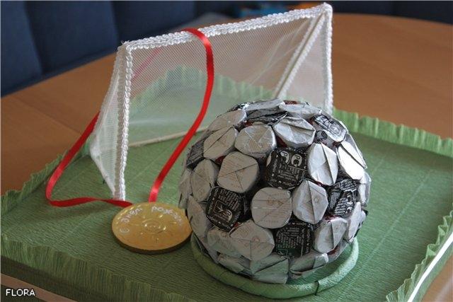 Сделать подарок  на день рождения из конфет