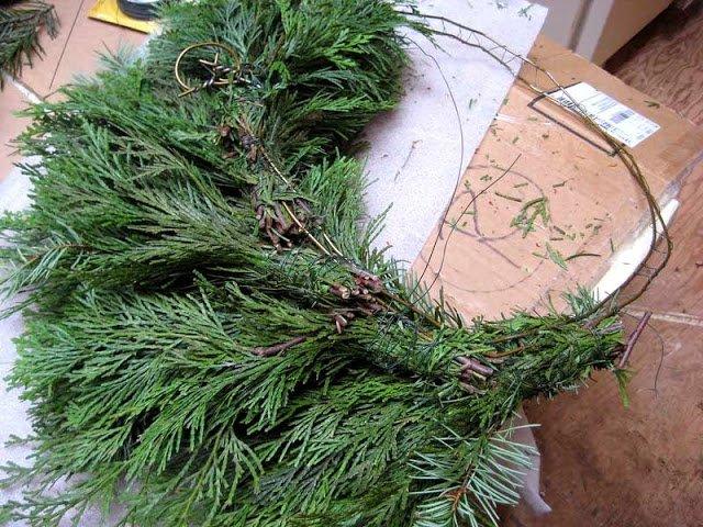 Как сделать рождественский венок из еловых веток