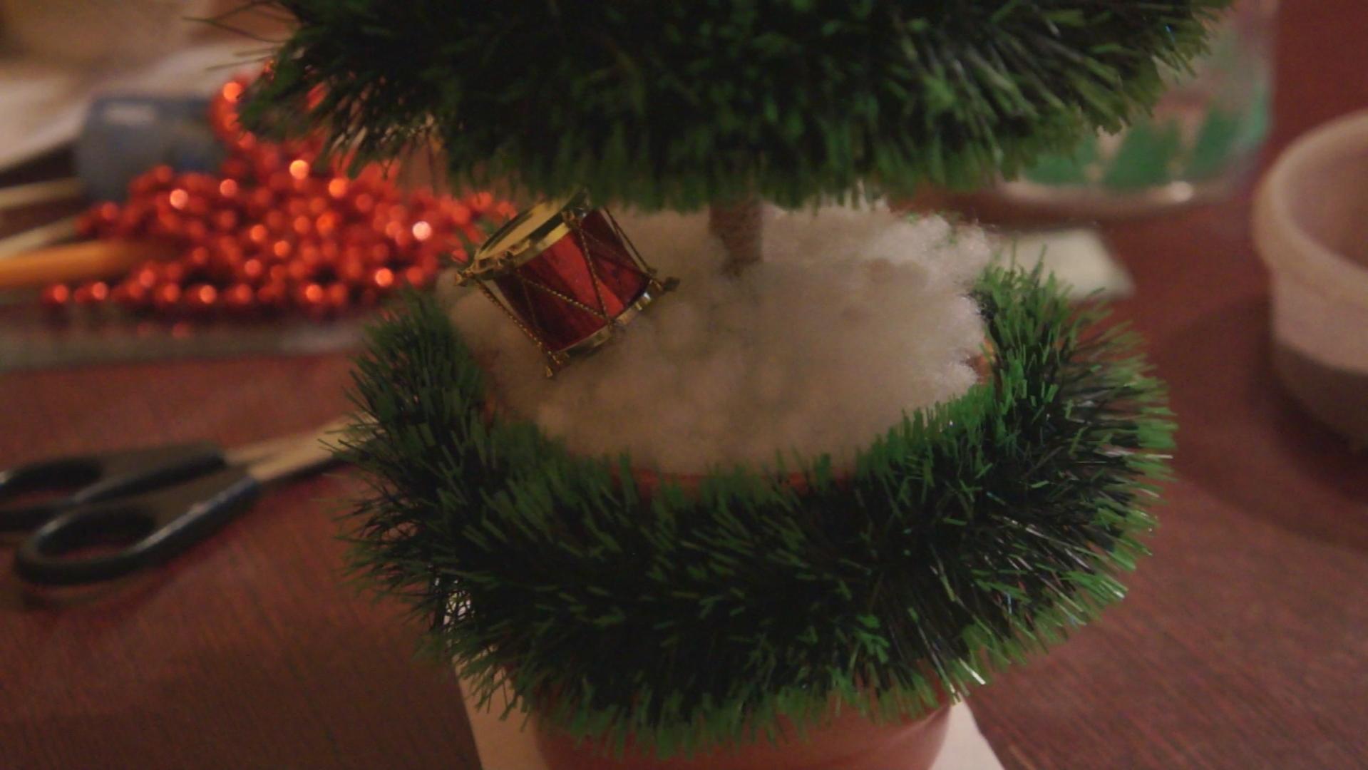Как сделать елку в горшке своими руками