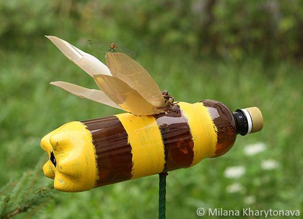Поделка из бутылок пчела