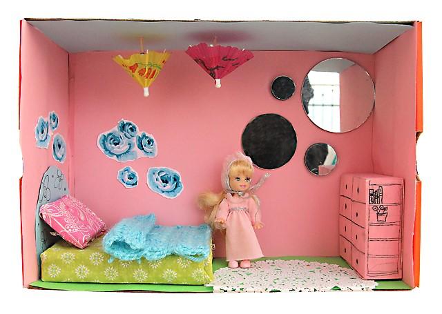 Как сделать дом для куклы из коробки видео