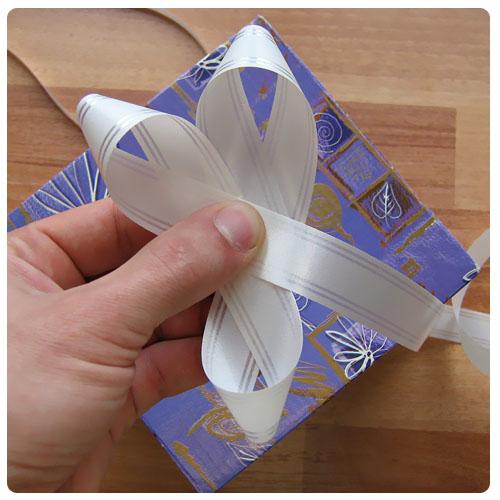 Банты из бумажных лент