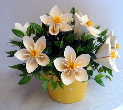 Цветок своими руками из бумаги в горшке своими руками